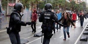 38 blesses a barcelone lors du referendum d'autodetermination