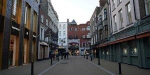Coronavirus: l& 39 irlande ferme pubs et restaurants face a une hausse des cas chez les personnes agees