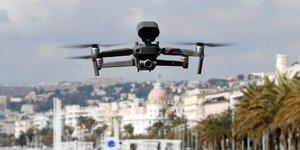 Coronavirus : un drone survole la Promenade des Anglais A Nice pour rappeler les mesures de confinement