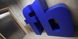 Facebook: profit et chiffre d'affaires depassent les attentes au 1er trimestre