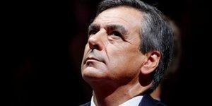Fillon critique le referendum demande par sarkozy