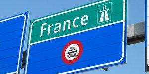Frontière France Suisse sur l'autoroute. MPD01605 via Flickr. CC License by.
