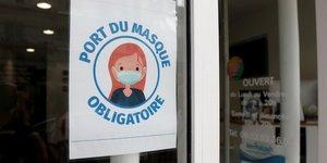 Le port du masque obligatoire dans la grande distribution des lundi, selon la fcd