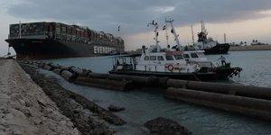 Le porte-conteneurs entravant le canal de suez remis a flot
