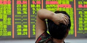 Les bourses chinoises rechutent, nouvelles craintes sur le yuan