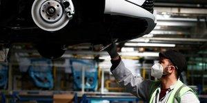Recul de 24,1% des ventes de voitures en europe en juin, selon acea