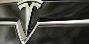 Tesla leve 1,2 milliard de dollars