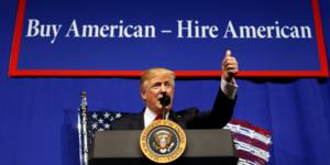 """Trump a signe un decret pour """"acheter us, embaucher us"""""""